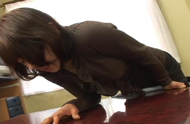 真っ昼間から彼氏の部屋で激しいフェラ&イラマチオ 個人撮影