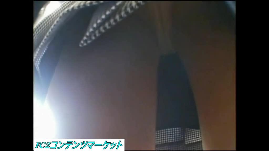 ミニスカ素人ギャルをエスカレータ・お店の中・街中でパンチラ盗撮!!