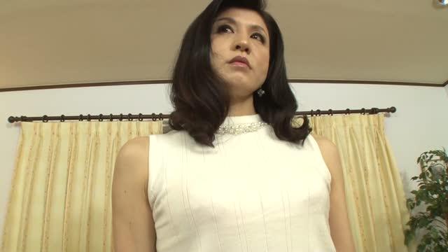 170センチの高身長の森下夕子さん52歳 本業は現役弁護士という人妻が服を脱ぐ